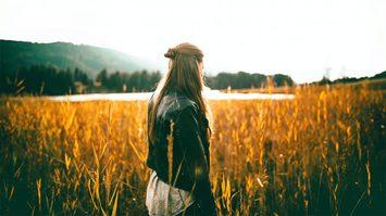 5 วิธี จัดการกับความเหงา - คนที่รู้สึกเหงา โดดเดี่ยว ลองอ่าน
