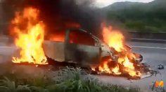 หวิดสลด!! เก๋งชนท้ายรถบรรทุกเพลิงลุกไหม้ โชคดีคนขับออกมาก่อน