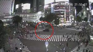 รถตู้ขับหนีตำรวจ พุ่งชนชาวบ้านกลางแยกชิบูยาในญี่ปุ่น