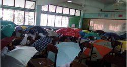 วิธีป้องกันการลอกข้อสอบใหม่ ของครูสงขลา ให้นักเรียนทั้งห้องกางร่ม