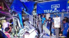 อุบัติเหตุสยอง ! รถบัสชนกระบะ เสียหลักอัดเสาไฟฟ้า แยกอ่าวลึก กระบี่