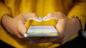 สังคมก้มหน้ามาฟัง!! 7 โรคยอดฮิต ที่ คนติดสมาร์ทโฟน ต้องระวัง