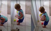 ความพยายามที่ไม่ลดละของเด็กชายในการ เก็บลูกเทนนิส
