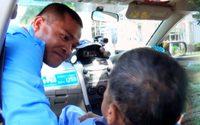 สุดยอดแท็กซี่!! สุวรรณฉัตร พรหมชาติ ช่วยเหลือคนป่วย/พิการ อุ้มขึ้นรถฟรีมากว่า 20 ปี