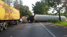 รถแก๊สพลิกคว่ำ! ขวางถนนบายพาสชะอำ กีดขวางเส้นทาง