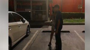 เจอแบบนี้ทำไง ? หญิงเมาทำร้ายแท็กซี่ ฉุนถูกจี้ให้รับผิดชอบหลังอ้วกใส่รถ