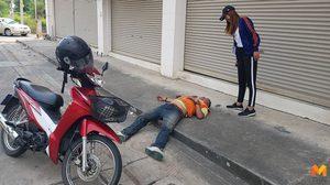 ทำตามนโยบาย!! หนุ่มวินจยย.พัทยา เมาไม่ขับจอดหลับข้างถนน