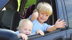 รู้ก่อนจะสาย! วิธีฝึกเด็กเอาตัวรอด เมื่อติดอยู่ในรถ