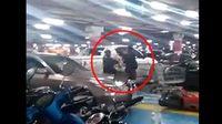 คลิปหนุ่ม CBR ถูกคู่กรณีใช้ไม้ฟาดหัวจนล้ม หลังโต้เถียงเรื่องถอยรถ