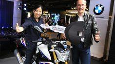บีเอ็มดับเบิลยู มอเตอร์ราด ประเทศไทย มอบมอเตอร์ไซค์ บีเอ็มดับเบิลยู G 310 R แก่ผู้โชคดีจากแคมเปญ Unlock G310 R Experience