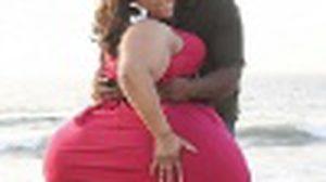 คนโสดหุ่นดีเจ็บจี๊ด! สาว สะโพกใหญ่ ที่สุดในโลก บอก สามีรักมาก เพราะเธอหุ่นเซ็กซี่