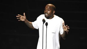 สติแตก! Kanye West พล่ามด่าคนทุกวงการกลางเวทีคอนเสิร์ต