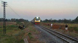 รถไฟชน 2 หนุ่มชัยภูมิ ขณะควบอีแต๋นขนมันข้ามทางรถไฟ