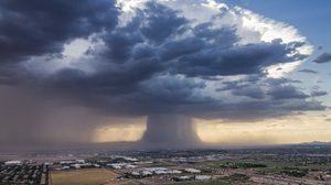 หาชมยาก!! ภาพระเบิดฝน (Rain Bomb) ที่สหรัฐ