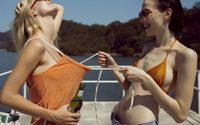 Clara & Corrie แฟชั่นบนเรือสุดเซ็กซี่ ที่เห็นแล้วอยากไปร่วมทริปด้วยจริงๆ