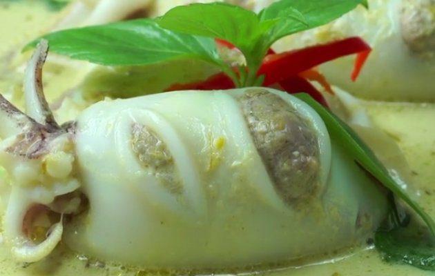"""วิธีทำ แกงเขียวหวานปลาหมึกยัดไส้ กินข้าวกัน by""""แม่อ้อ"""""""