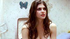 Alexandra Daddario ดาราสาวกับบทเลิฟซีนสุดซี้ดที่กำลังฮอตในโลกโซเชี่ยล
