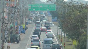 การจราจรบนถนนมิตรภาพโคราช ยังมีปริมาณรถมาก – เคลื่อนตัวได้ดี