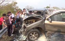 รถยนต์ชนประสานงากับรถรับส่งนักเรียน เจ็บ 20 คน