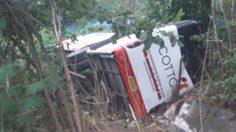 ระทึก! รถกระบะเสียหลักชนรถบัสนักเรียน บาดเจ็บ 40 ราย
