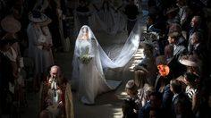 ชุดแต่งงาน เมแกน มาร์เคิล เรียบหรู สง่างามเคียงคู่ เจ้าชายแฮร์รี่
