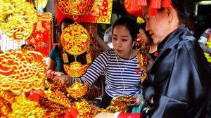 ชาวไทยเชื้อสายจีน เริ่มออกจับจ่าย สิ่งของเสริมมงคลชีวิต ต้อนรับตรุษจีน
