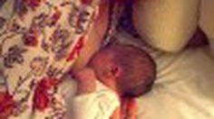 รวมภาพประทับใจ เมื่อ คุณแม่ฮอลลีวู้ด ให้นมลูก วินาทีแห่งความสวยงามของคนเป็นแม่
