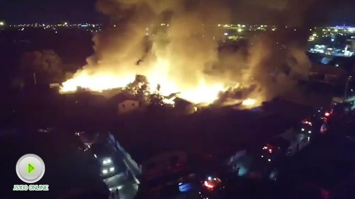 เพลิงไหม้บ้านเรือนประชาชน ใกล้วัดสังฆราชา ซอยลาดกระบัง3 พื้นที่เขตลาดกระบัง (03-12-60)