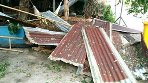 พายุฤดูร้อน พัดถล่มเมืองเพชรบูรณ์บ้านพังเสียหายจำนวนมาก