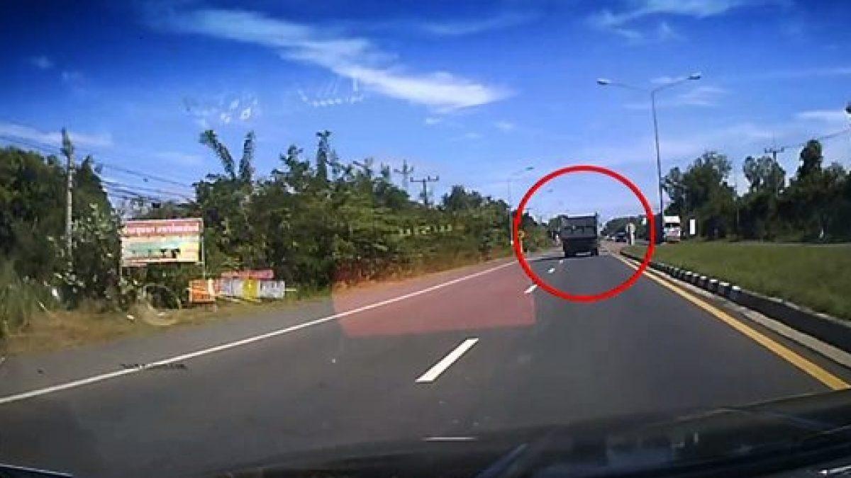 เก๋งชนท้ายรถสิบล้อ แยกถนนหัก อ.นางรอง (25-11-60)