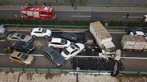 วินาศสันตะโร ! รถยนต์30คัน ชนกันบนทางหลวงจีน ดับ 18 เจ็บอื้อ