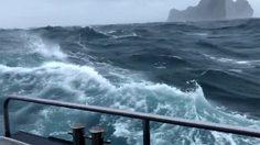 คลิปนาทีทะเลพิโรธ ที่กระบี่ ทำเรือโยกแยกหวาดเสียวตามเกลียวคลื่น