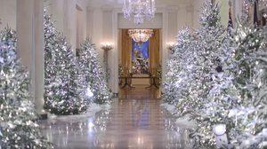 ส่องการตกแต่ง ทำเนียบขาว รับเทศกาลคริสต์มาส ของ สตรีหมายเลขหนึ่ง เมลาเนีย ทรัมป์