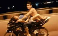 คลิปฉาว ซั่มกันบนจักรยานยนต์ ตอนอยู่บนทางด่วน โหดแค่ไหนถามใจตัวเองดู