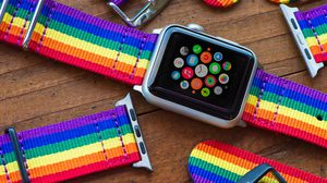 Apple ขายสาย Apple Watch รุ่น Pride Edition รายได้ส่วนหนี่งมอบให้กลุ่ม LGBTQ