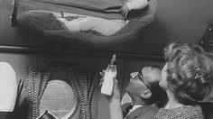 ทำกันแบบนี้เลย! ย้อนอดีต เวลาพาเด็กทารกขึ้นเครื่องบิน ในยุค 1950s