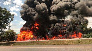 เกิดอุบัติเหตุที่ระยอง รถบรรทุกน้ำมัน ชนจยย. ไฟลุกท่วมดับ 2 ศพ