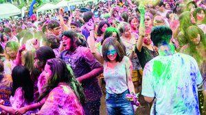 มาตะลุยความเลอะไปด้วยกัน กับน้องพลอย RSC ในเทศกาลสาดสีสุดมันส์ Holi Festival