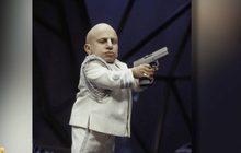 """ออสติน พาวเวอร์ส"""" อำลาดาราเพื่อนตัวเล็ก """"มินิ-มี"""" เสียชีวิตด้วยวัย 49 ปี"""