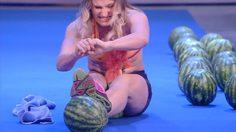 โหด สาวยูเครน ตั้งเป้าทำลายสถิติโลกจากการ ทำลายแตงโมจากง่ามขา