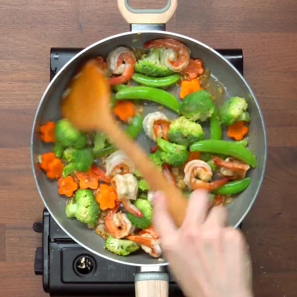 """วิธีทำ ผัดผักสี่สหาย กินข้าวกัน by """"แม่อ้อ"""""""