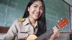 """ครูสาวร้อง-เล่นกีตาร์ เพลง """"มือลั่นตรวจงาน""""ถึงนักเรียนลอกการบ้าน"""