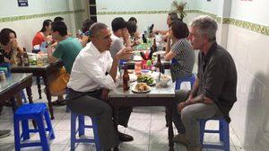 แชร์ว่อน ภาพโอบามา นั่งชิวกินอาหารญวน ซดเบียร์ฮานอยที่เวียดนาม