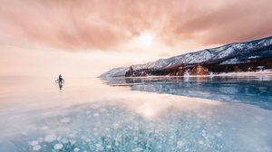 ไบคาล (Baikal) ทะเลสาบที่เก่าแก่และลึกที่สุดในโลก หนาวเย็นจนเป็นน้ำแข็ง!
