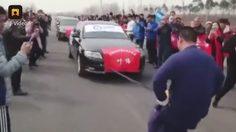 มีใครกล้าลองมั้ย!! หนุ่มจีน ผู้พิชิตรถที่หนักกว่า 12 ตัน ด้วย กระปู๋ เพียงอันเดียว