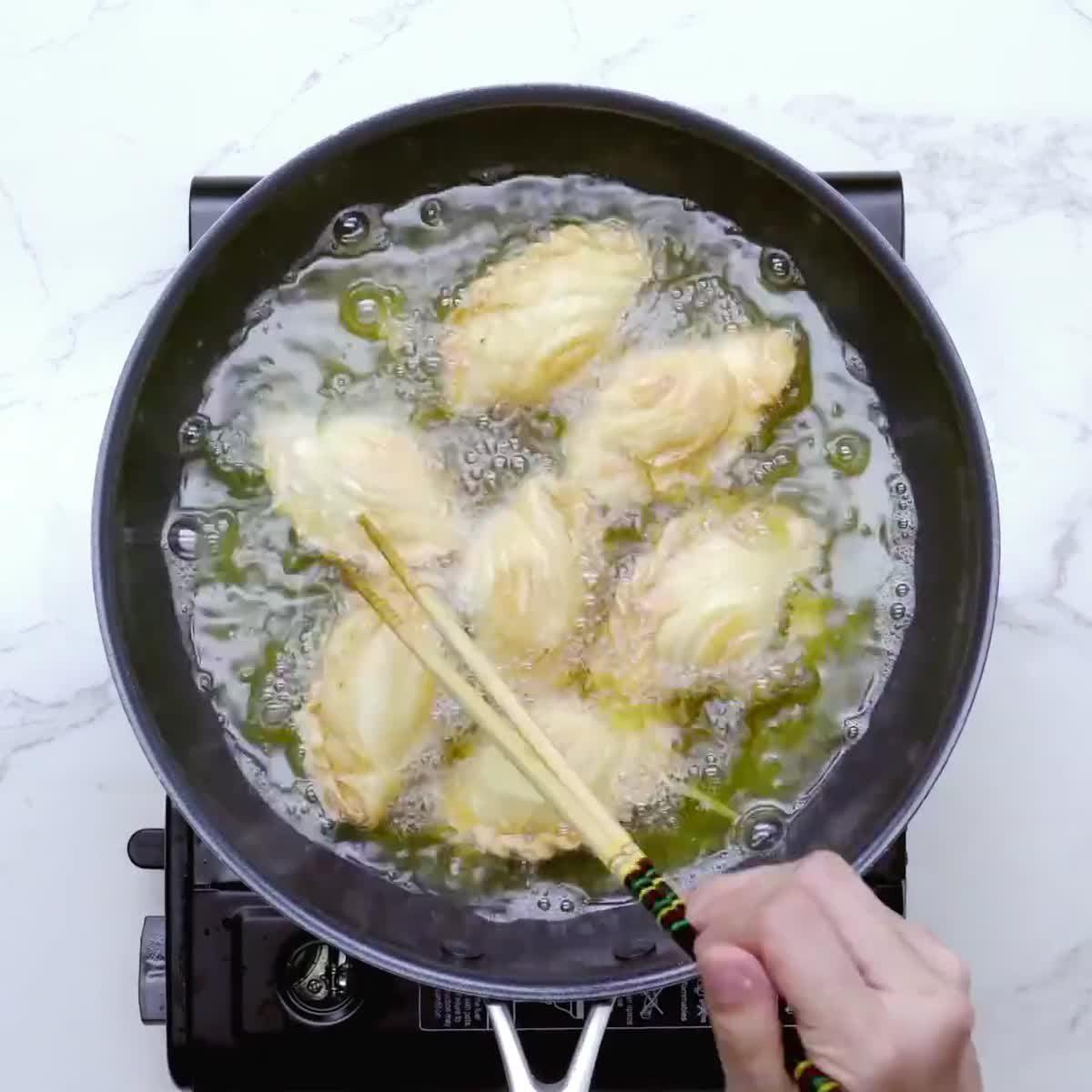 """วิธีทำ กะหรี่ปั๊บไส้ไก่ กินข้าวกัน by """"แม่อ้อ"""""""