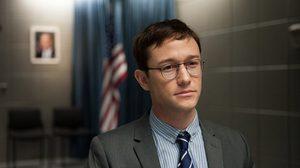 ไม่ใช่แค่ใส่แว่น! โจเซฟ กอร์ดอน-เลวิตต์ ทำทุกอย่างให้เหมือนตัวจริงใน Snowden