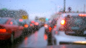 ไขข้อข้องใจ ทำไมฝนตกรถจึงติด ทุกครั้ง