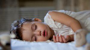 เหตุผลดีๆ ที่พ่อแม่ควรรู้ไว้ เหตุใดควรให้ลูก นอนก่อน 3 ทุ่ม !