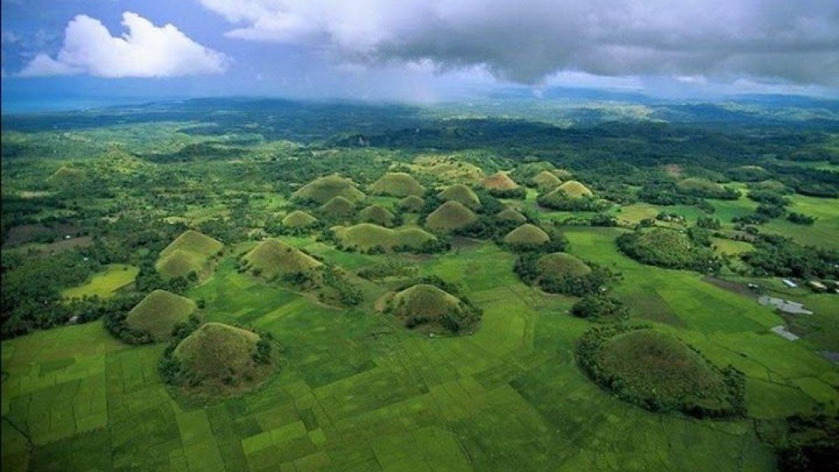 ช็อคโกแลตฮิลส์ เนินเขาแปลกแห่งโบฮอล ประเทศฟิลิปปินส์